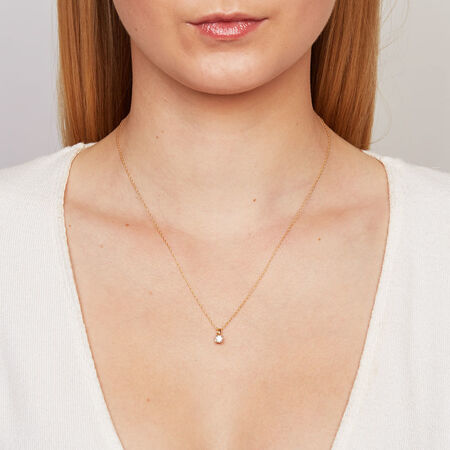 Solitaire Pendant with a 1/4 Carat Diamond in 18kt Yellow Gold