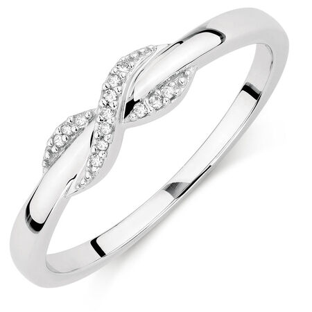 Ring with Diamonds in 10kt White Gold